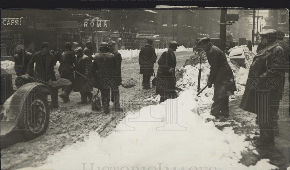 1929 Press Photo Workers Shovel Snow Off Of Downtown Streets - Historic Images