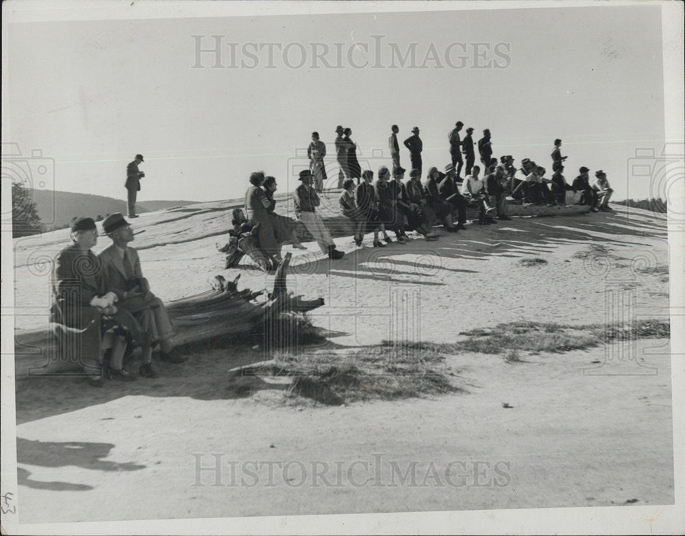 "1933 Press Photo People wait to see ""Old Faithful"" erupt, Yellowstone Natl Park - Historic Images"