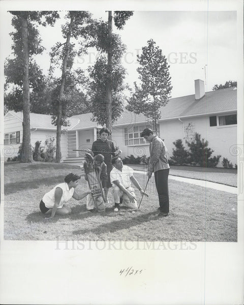 1959 Press Photo Paul Anka gets golfing pointers from his dad - Historic Images