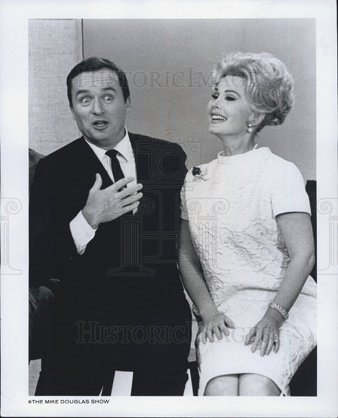 1965 Press Photo Zsa Zsa Gabor And Mike Douglas Co-Host The Mike Douglas Show - Historic Images