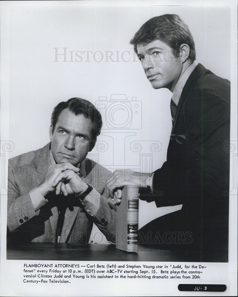 1970 Press Photo Carl Betz Actor Stephen Young Judd Drama Television Series - Historic Images