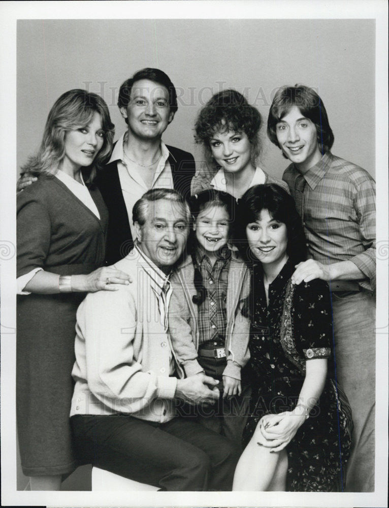 "1980 Press Photo Cast of ""I'm a Big Girl Now"" - Historic Images"