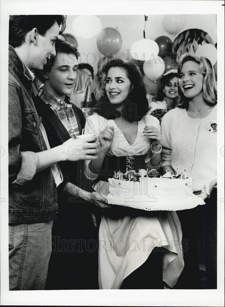 "1986 Press Photo cast of ""FAST TIMES"" TV show - Historic Images"