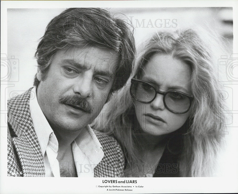 1979 Press Photo Lovers And Liars Film Goldie Hawn Giancarlo Giannini Scene - Historic Images