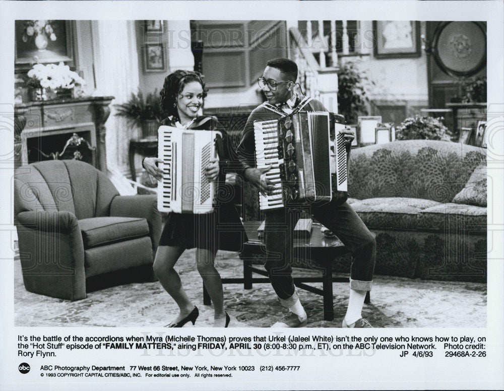 "1993 Press Photo Michelle Thomas and Jaleel White in ""Family Matters"" - Historic Images"