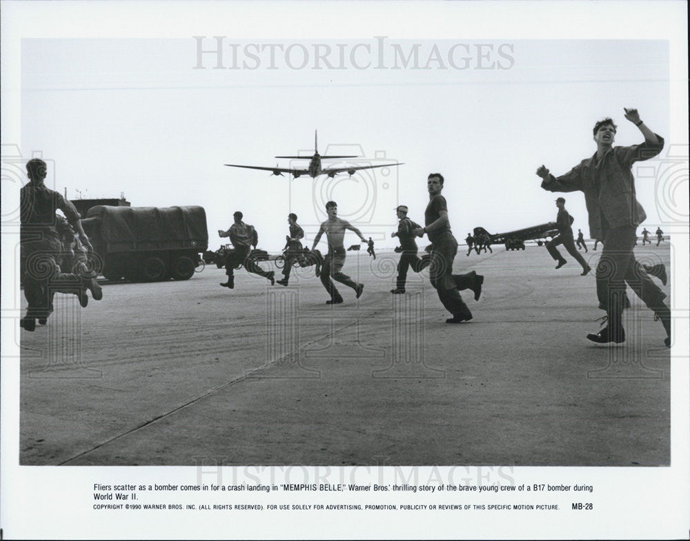 1990 Press Photo Memphis Belle Film Bombing People Running Scene - Historic Images