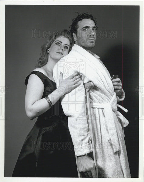 Press Photo Tami Evans Thorston Kaye Cat On Hot Tin Roof - Historic Images