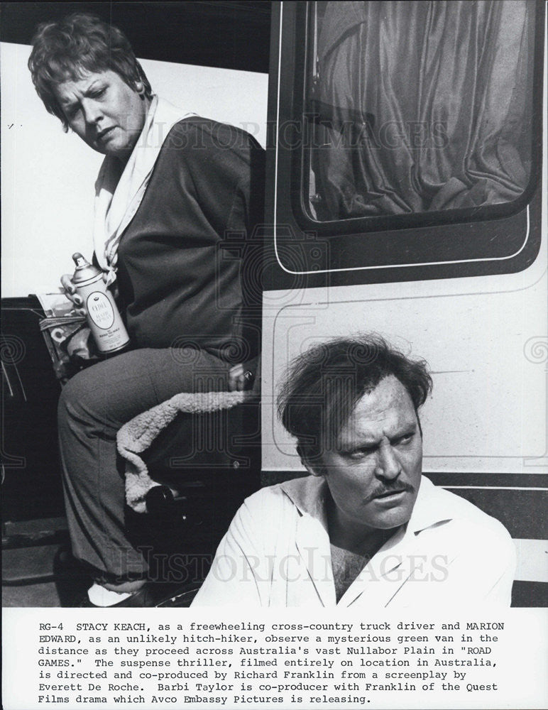 "1981 Press Photo Stacy Keach in ""Road Games"" - Historic Images"