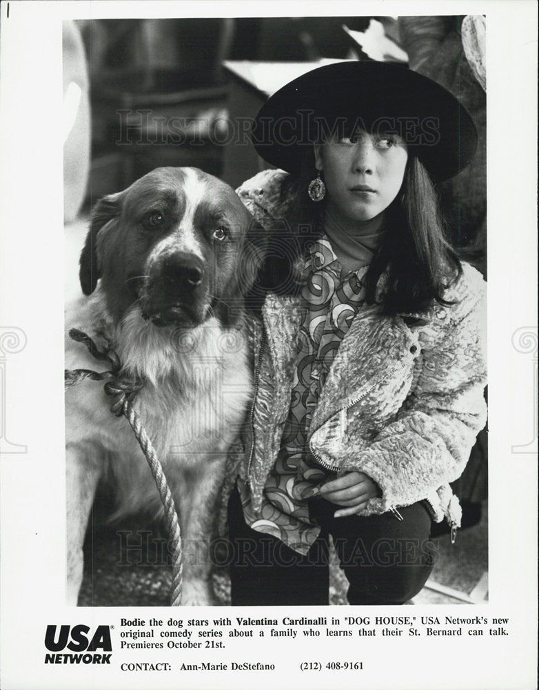 "1990 Press Photo Valentina Cardinalli in ""Dog House"" and Bodie the dog. - Historic Images"