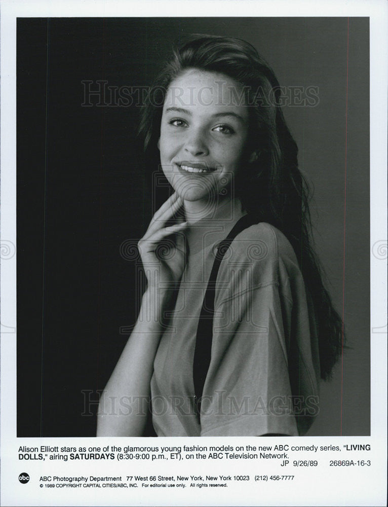 1989 Press Photo Alison Ellitott starring in Living Dolls - Historic Images