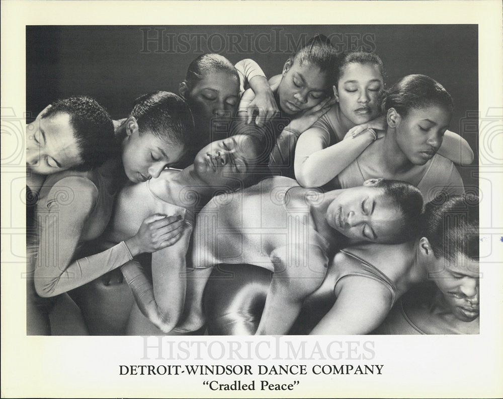 Press Photo Detroit-Windsor Dance Company Cradled Peace - Historic Images