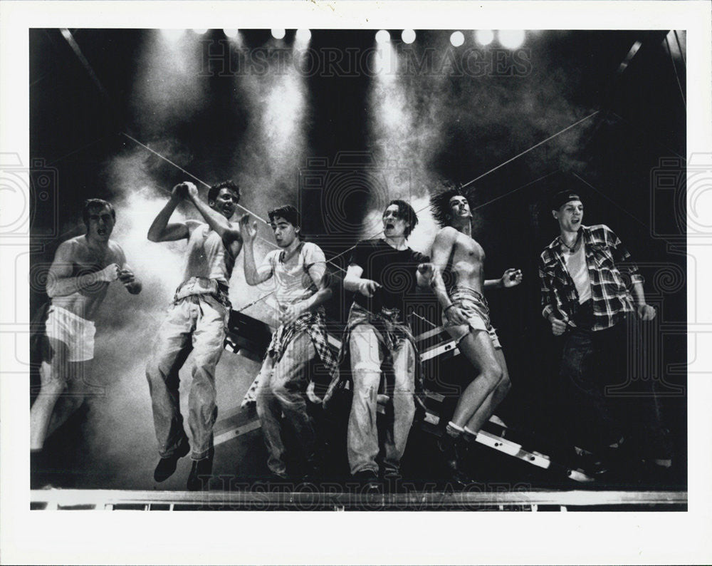 Press Photo Dein Perry cast Tap Dogs Detroit Opera House - Historic Images