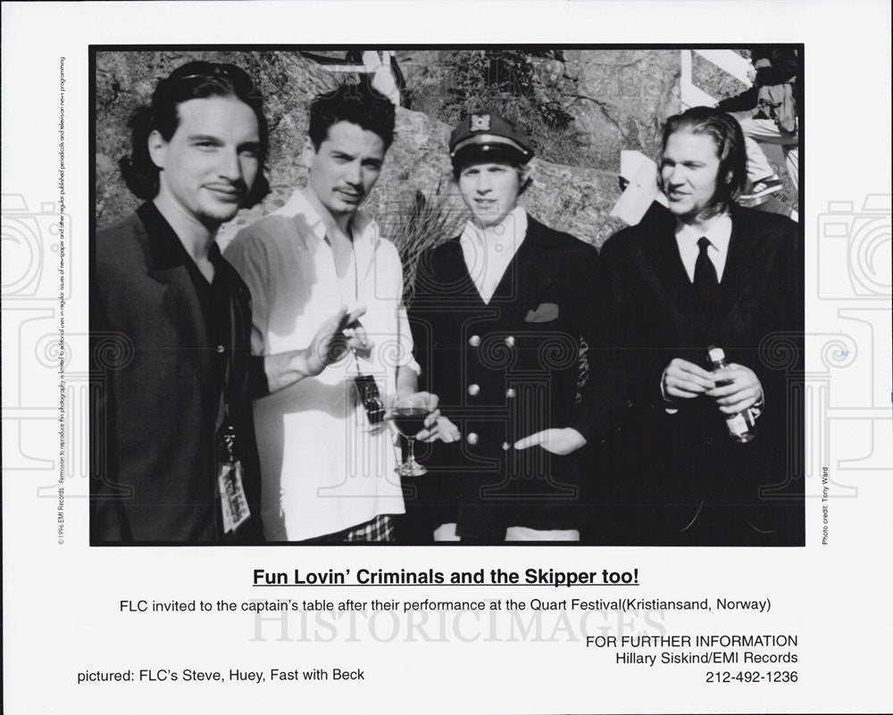 Press Photo Fun lovin' criminals and the skipper too. - Historic Images