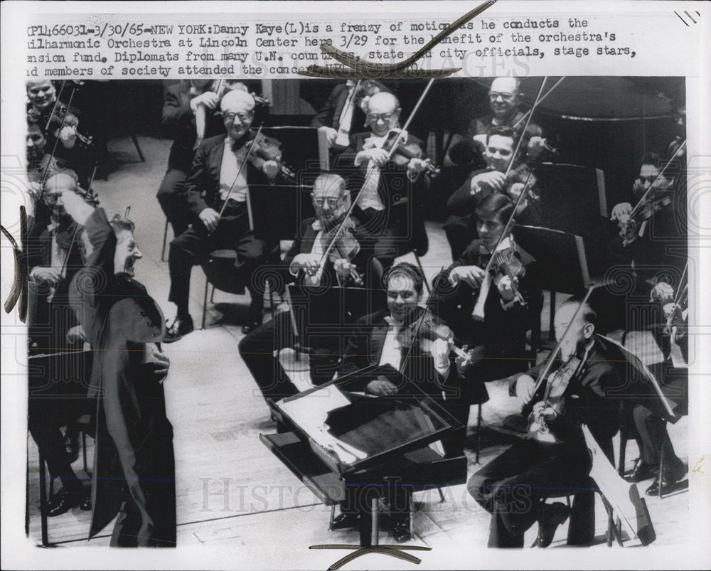 1965 Press Photo Danny Kaye Conductor Philharmonic Orchestra Lincoln Center - Historic Images