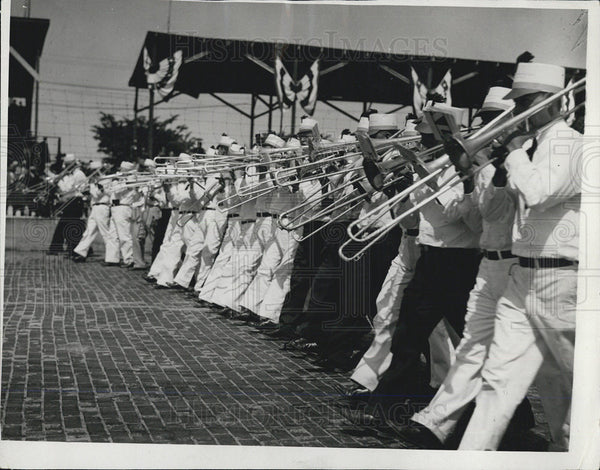 1932 Press Photo Worlds largest Band at Indianapolis races