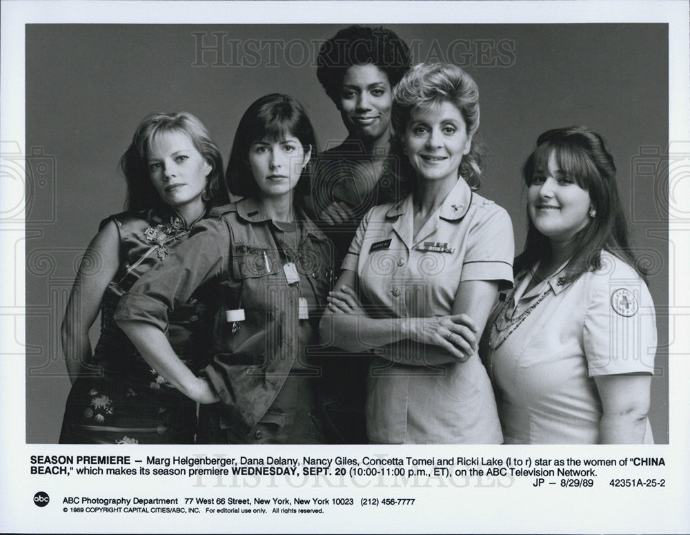 1989 Press Photo Marg Helgenberger Dana Delany Nancy Giles in China Beach - Historic Images