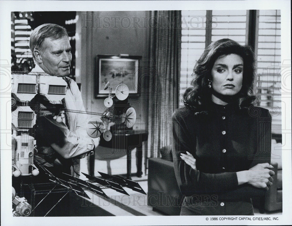 1986 Press Photo Charlton Heston Actor Tracy Scoggins Actress Colbys Series - Historic Images