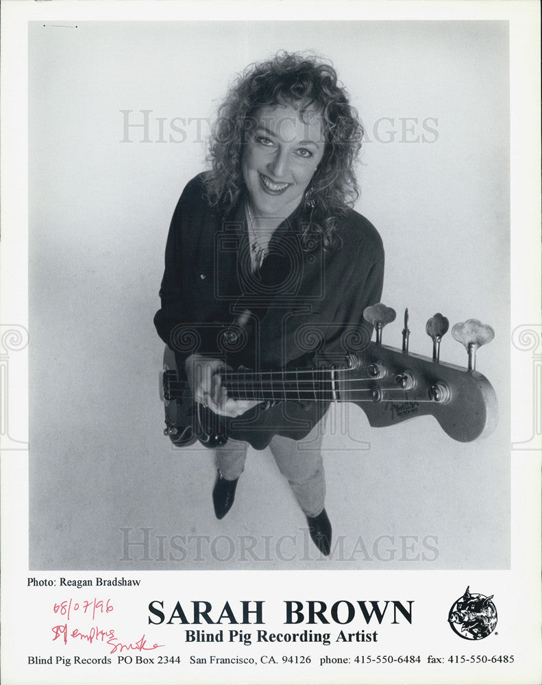 Press Photo Sarah Brown with Blind Pig Recording Artist. - Historic Images