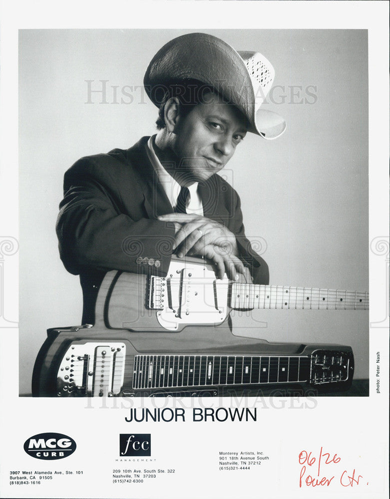 1926 Press Photo Junior Brown, an American country guitarist and singer, at MCG - Historic Images