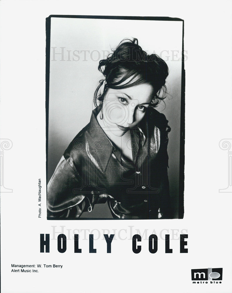 Press Photo Singer Holly Cole - Historic Images