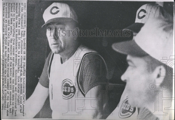 1964 Cincinnati Reds Mgr Talks With Coaches - Historic Images