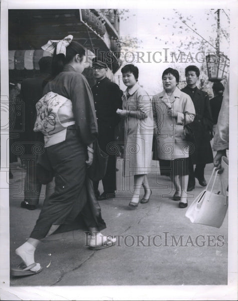 1957 Japanese girl wearing traditional kimono at Tokyo street - Historic Images