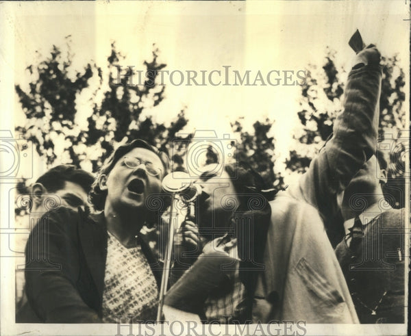 1937 Singing at Tristate Union Mass Meeting - Historic Images