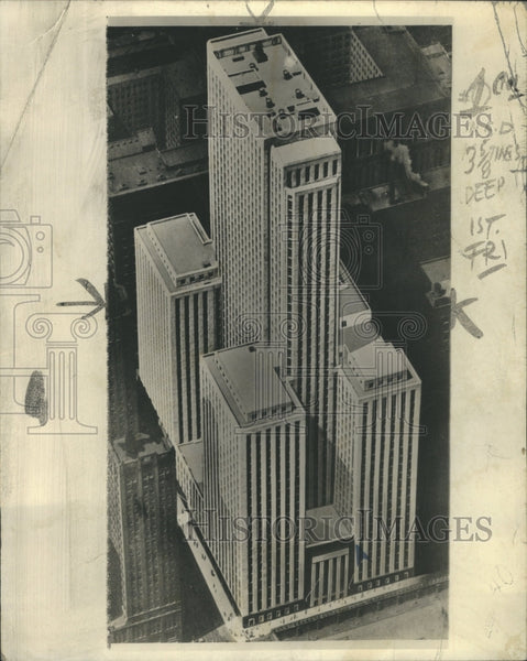 1938 Loop Giant Building - Historic Images