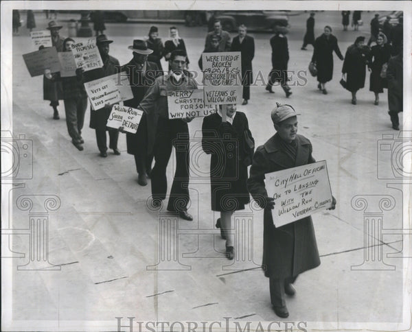 1917 Press Photo Picketing Business Customer Harming