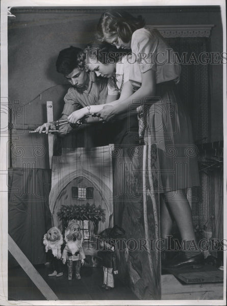 1939 Press Photo Puppets show.