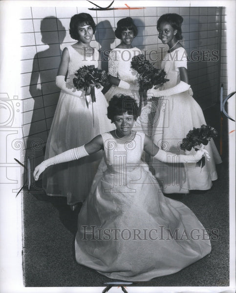 1964 Press Photo obo ball obo hall in hall befor goin