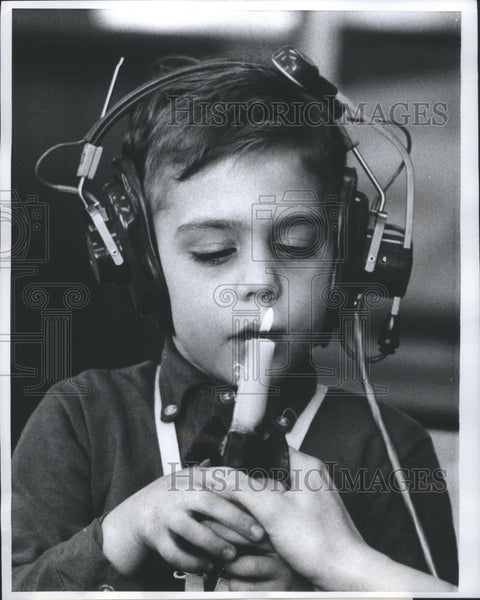 1968 Press Photo Miss Gillespie Breeth Sound Candle