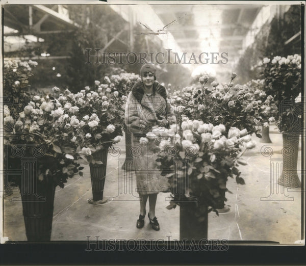 1927 Press Photo Flowers Show Mrs Mc Lallan California