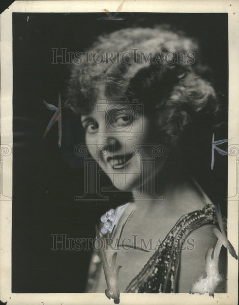 1921 Doris May Hang - Historic Images