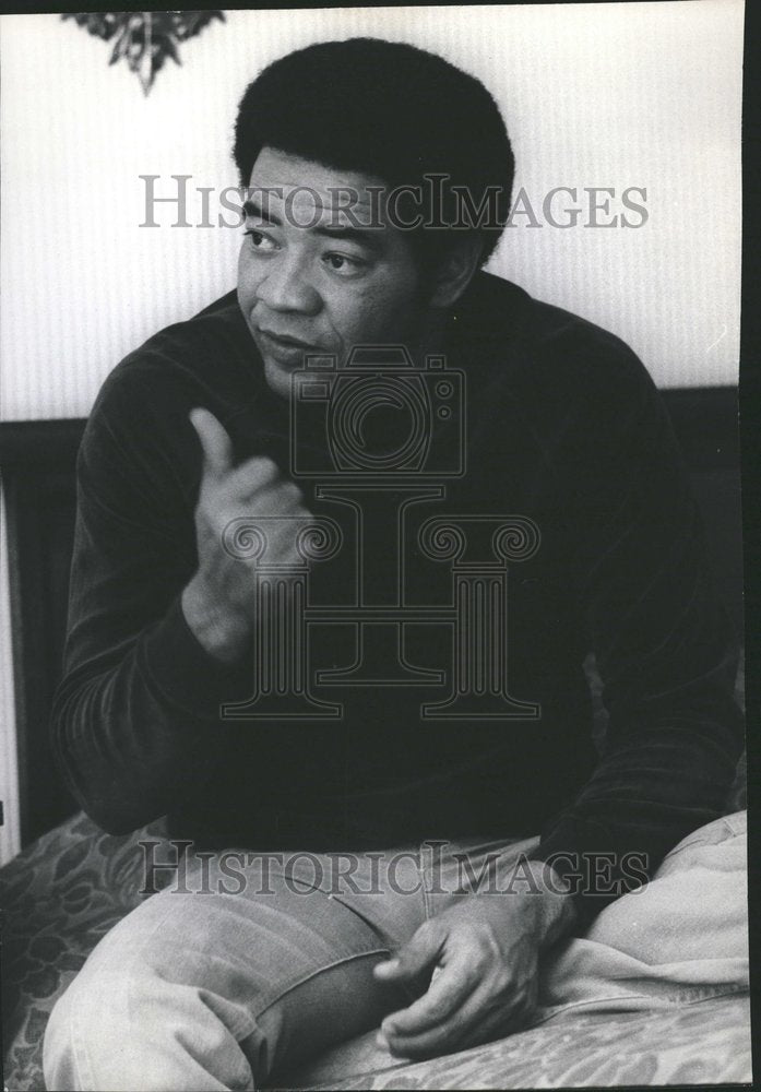 1974 Press Photo Bill Withers Singer Talking - Historic Images