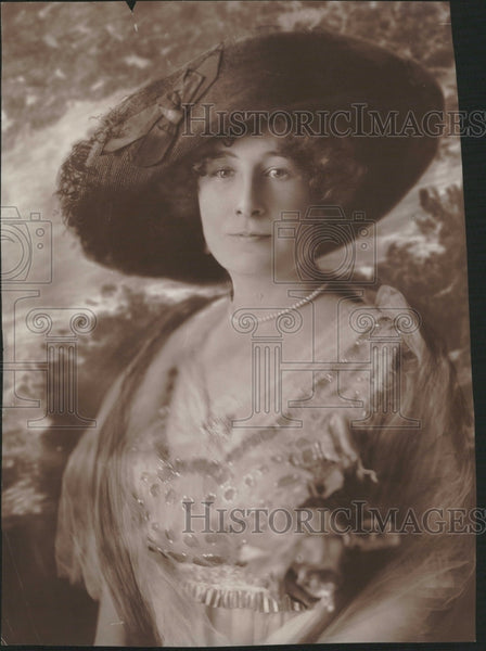 1915 Profile picture Mrs Grace O Wens - Historic Images
