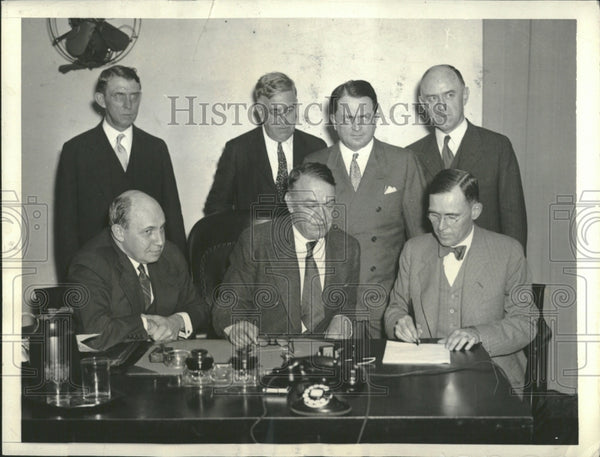 1933 Coal Leaders signing Code - Historic Images