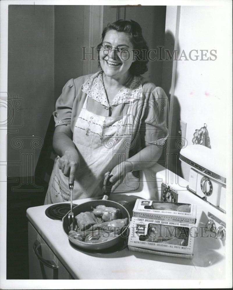 1943 Cooking Deep Frozen Rabbit Supermarket - Historic Images