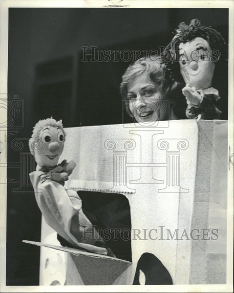 1964 Shirley Weber Shoo Puppet End Show - Historic Images