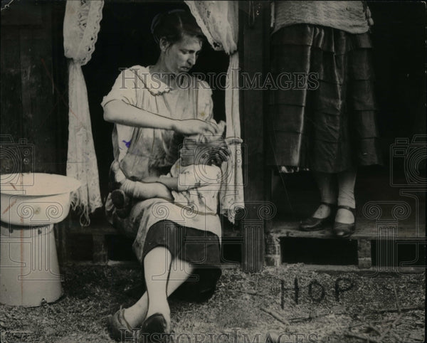 1928 Great Britain People Baby ~op fields - Historic Images