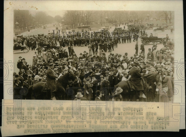 1917 Group People Gather Event Travelling - Historic Images