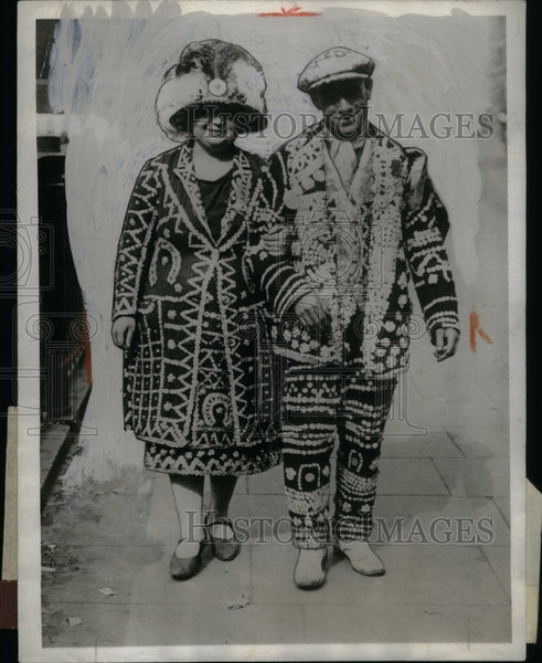 1929 Buttons Typical London Coster wife - Historic Images