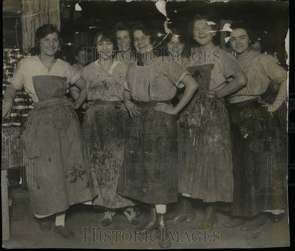 1915 Packinghouse Workers Canning Factory - Historic Images