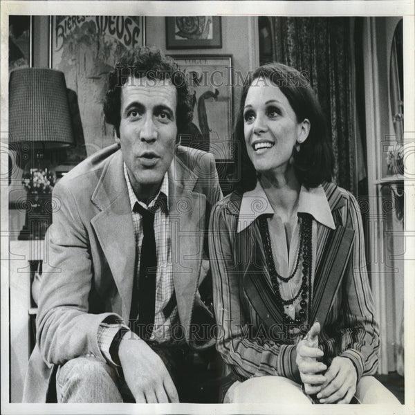 1975 Press Photo Valerie Harper David Groh Rhoda Sitcom - RRV26303 - Historic Images