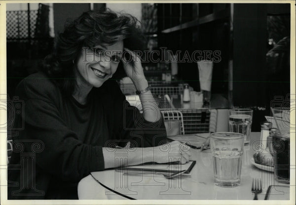 1990 Press Photo Valerie Harper American Actress. - RRW00299 - Historic Images