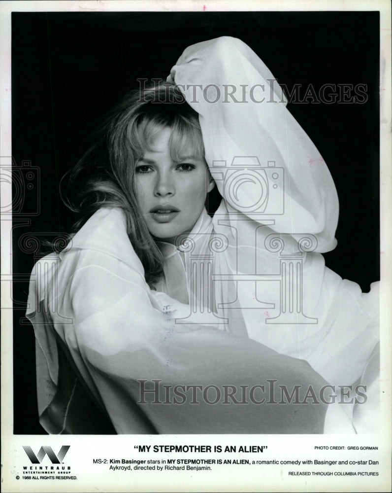 1989 Press Photo Kim Basinger Actress Stepmother Alien - RRW26203 - Historic Images