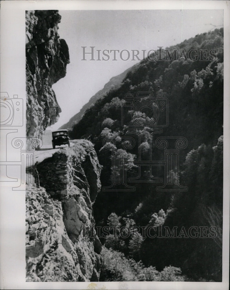 1953 Press Photo Mountain Road Russia - RRW26223 - Historic Images