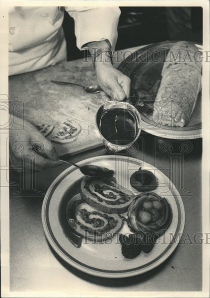 Press Photo Thanksgiving Food Preparation Turkey Roll - RRW34083 - Historic Images