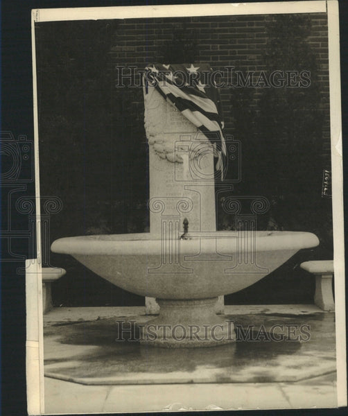 1915 Press Photo Cenotaph Fountain Battery New York - RRW51075 - Historic Images