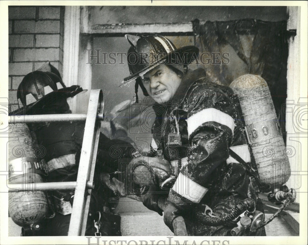 1983 Press Photo Firemen Chicago Fire Cold Weather - RRW53731 - Historic Images